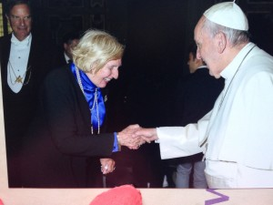 Ingrid bowing to pope